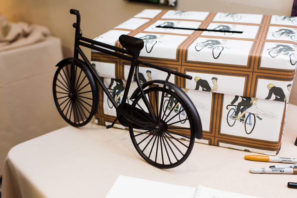 Small bike on card and gift table.