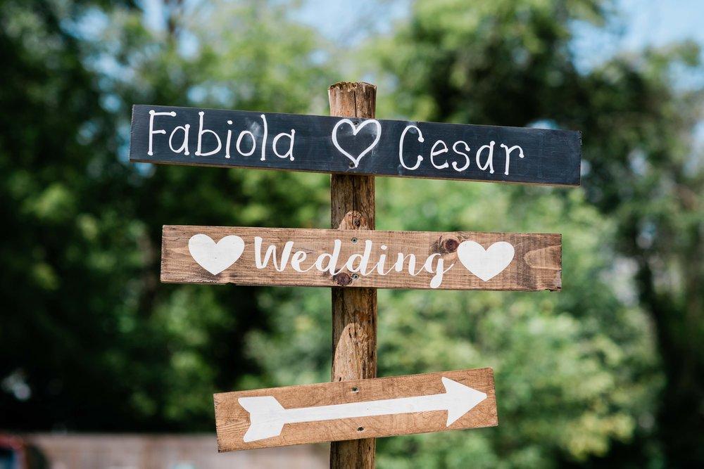 Wedding ceremony sign with arrow