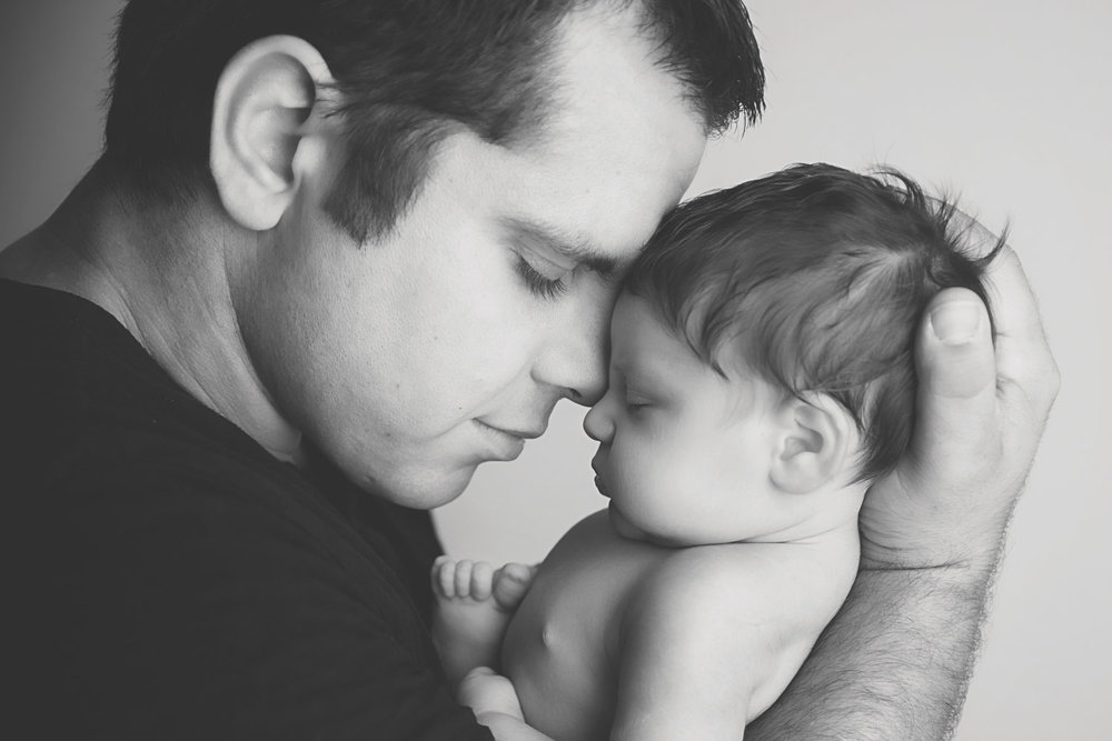 st-louis-newborn-photographer-baby-and-dad-nose-to-nose-in-black-and-white.jpg