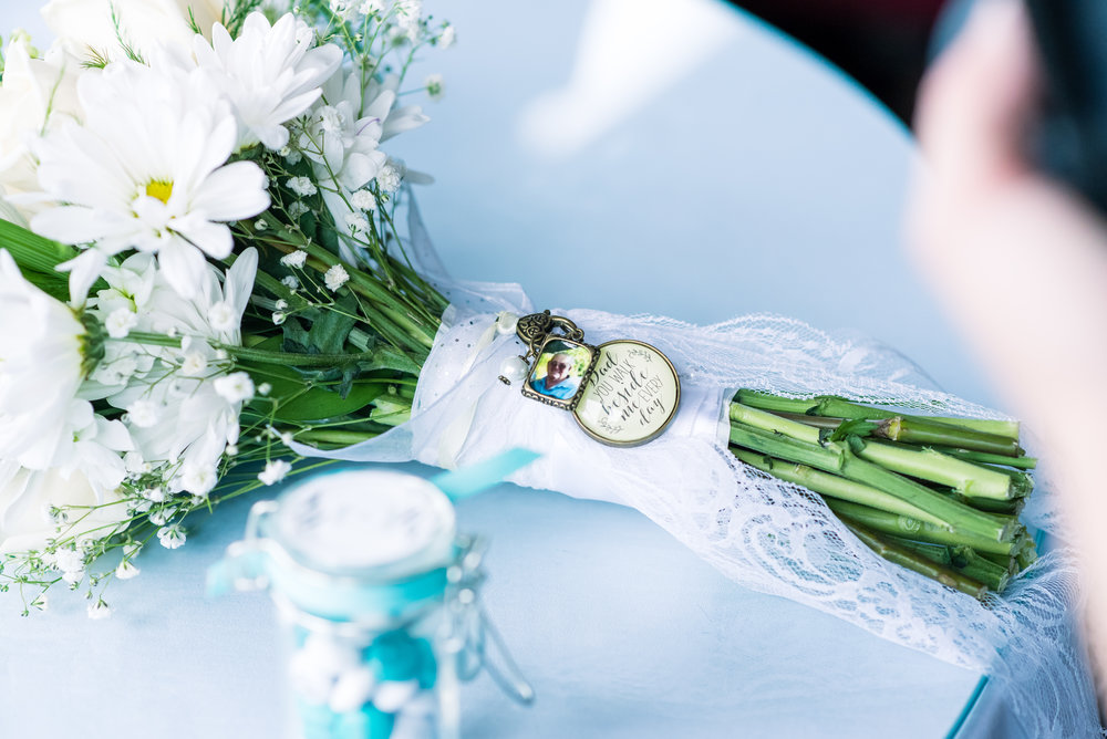 Bridal Bouquet with Remberance Pin (25 of 1).jpg