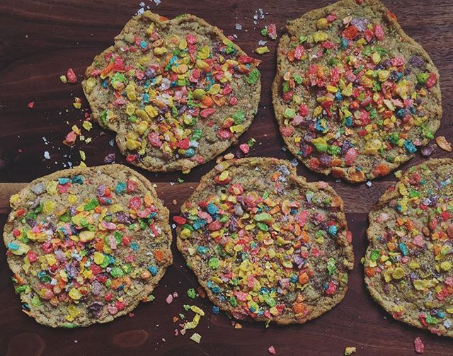I will be dropping off some fruity pebbles cookies to @blackcrowcoffeeco this evening! This is just your somewhat forward reminder! 🤠 LOL! Crushed fruity pebbles in the dough. Double-rolled in raw sugar, and then fruity pebbles. Then fruity pebbles added after baking. A twilight delivery! I've never done that before! Yeehaw y'all. I love you guys! #keepstpetelocal #igersstpete #blackcrowcoffee #stpetersburgflorida #dontstopstpete #womenbusiness #creativeloafing