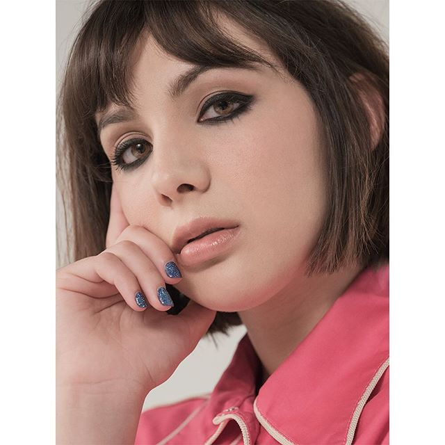 @hannahgmarks outtake from today's @WWD. Hannah is an incredibly talented and lovely young filmmaker and was a pleasure to shoot. #HannahMarks @aftereverythingmovie #portrait
