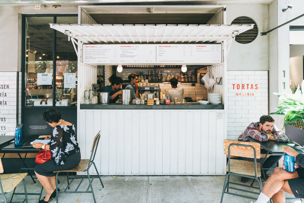 delirio's sidewalk cafe in roma norte
