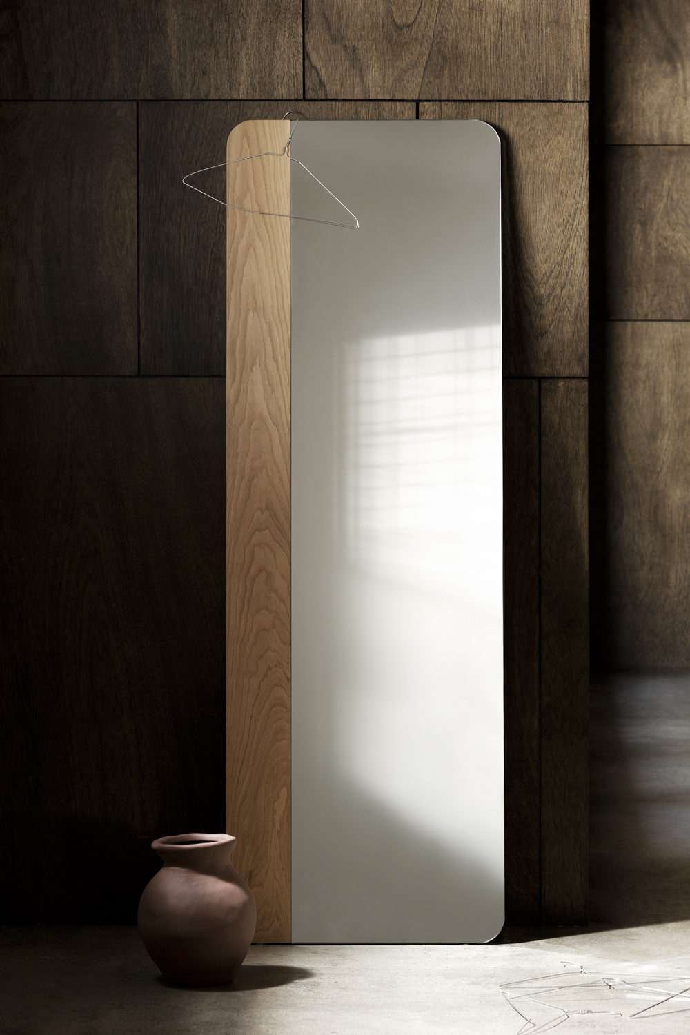 Narcisse mirror - Sleek lines and a minimalist and soft look. The warmth of timber creating a beautiful contrast with the mirror.
