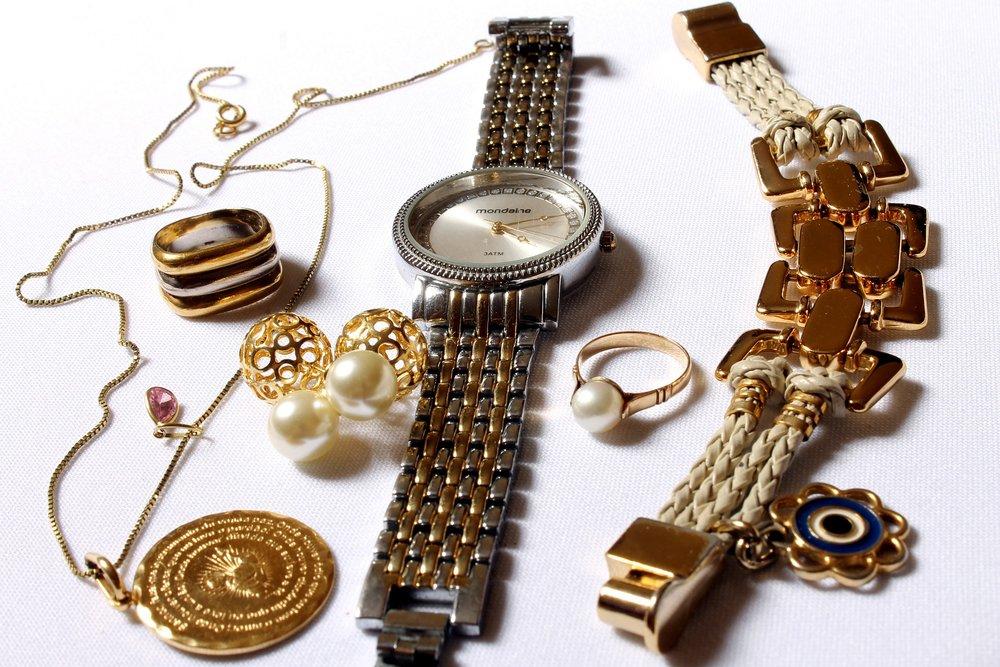 jewelry-618429_1920.jpg
