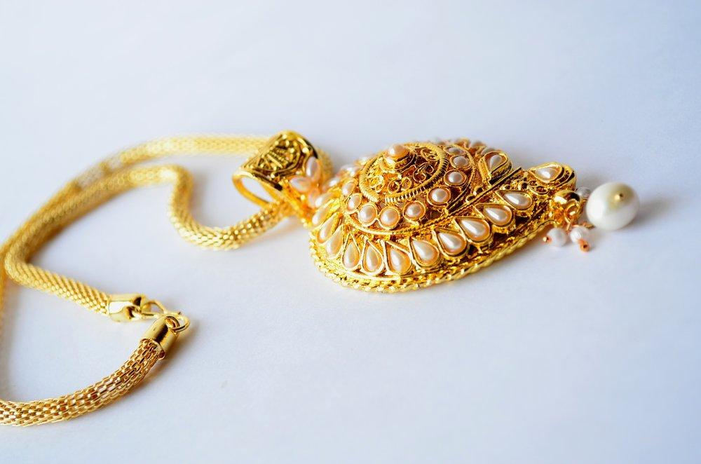 necklace-390363_1920.jpg