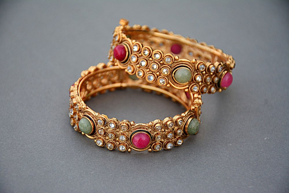 jewellery-1175535_1920.jpg