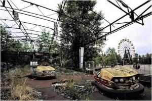 Feria abandonada de Prípiat invadida por la naturaleza. (Foto: energía-nuclear.net)