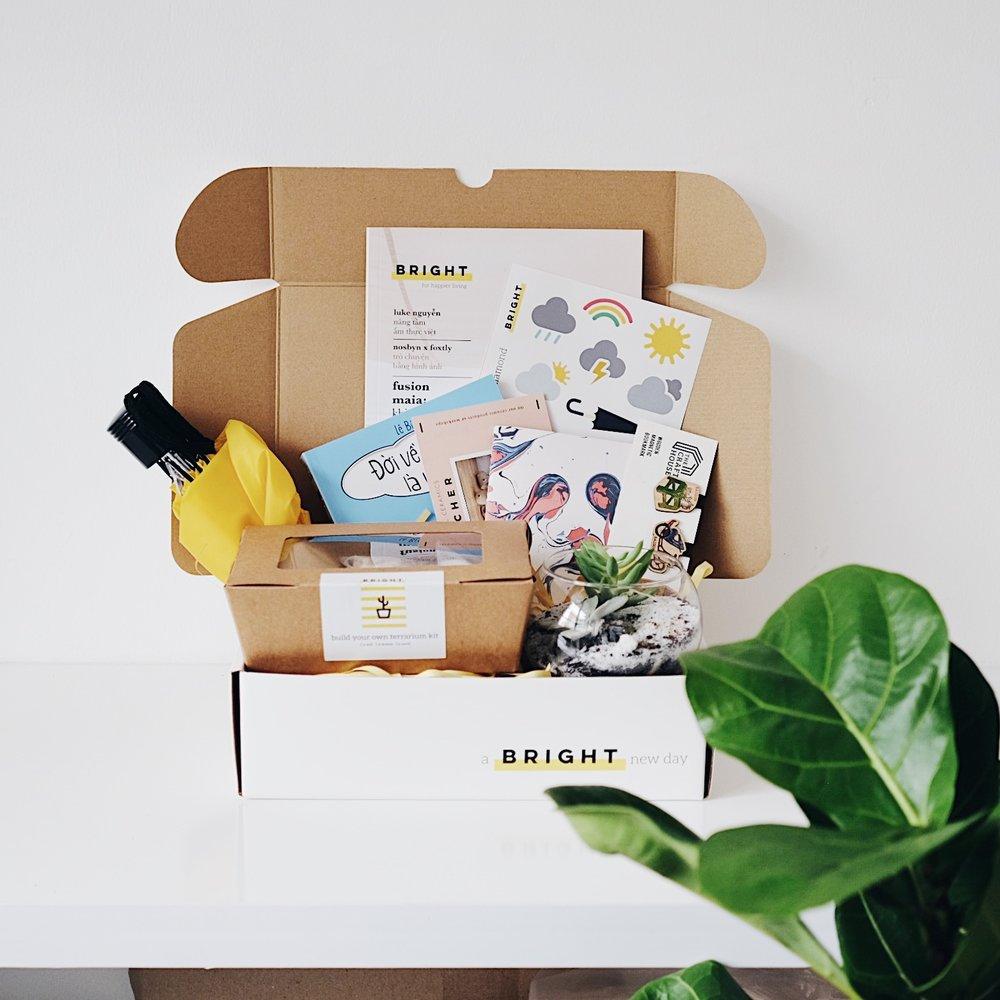 Bạn cảm thấy thú vị chứ? Nhưng nếu như không muốn tự mua sắm thì Bright Box tháng Bảy này sẽ có đầy đủ các nguyên liệu giúp bạn có thể xây dựng khu vườn xinh xắn của mình đấy. Bạn có thể đặt mua tại đây hoặc đến Vietcetera Cafe - quận 3, TP. Hồ Chí Minh nhé.