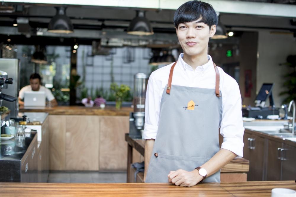 Trần Lê Minh Trúc (26 tuổi) – một trong số ít nghệnhân rang càphêchuyên nghiệp ở Việt Nam.