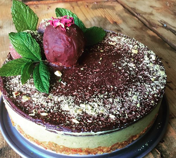 Matcha Cheesecake....packed with anti oxidants and superfoods with no compromising on the sweet sensations of cake indulgence. Matcha, Cashews, Cacao, Maple and Dates. £35