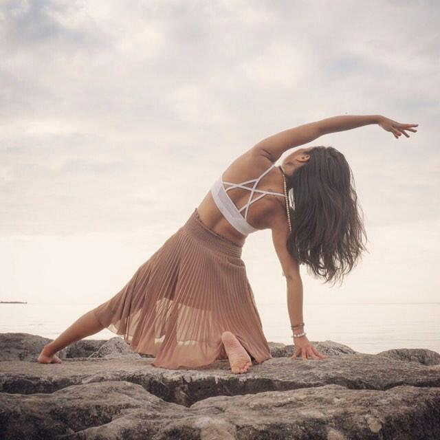 Stunning yoga photo of Su from Toronto wearing a white Howlite bracelet from Aura