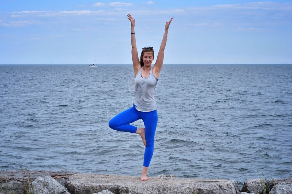 Yoga for all levels - Darya in Aura sodalite bracelet