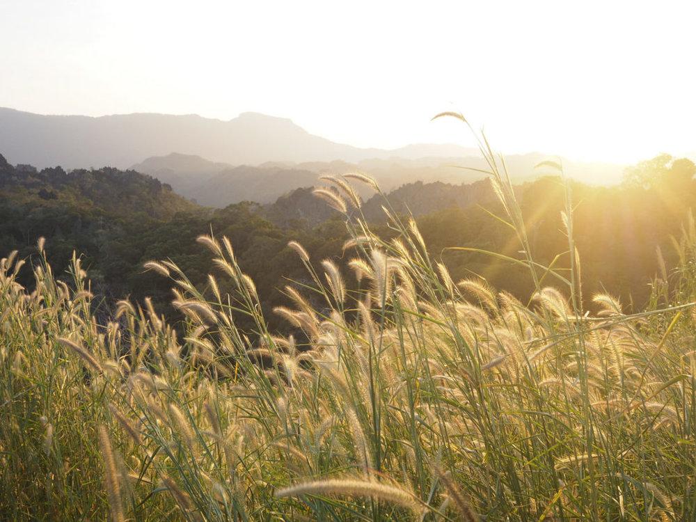 แสงสวยๆและวิวร้อยล้านบนจุดชมวิว Khammouane Tourism
