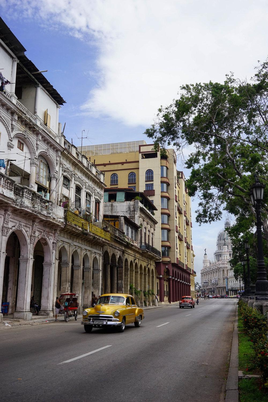 ถนนเส้นหลักในเมืองหลวง