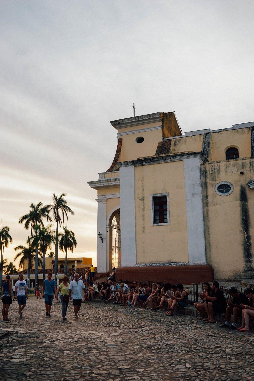 Plaza Mayor ใน Trinidad จุดเล่น Wifi แห่งเดียวของเมือง