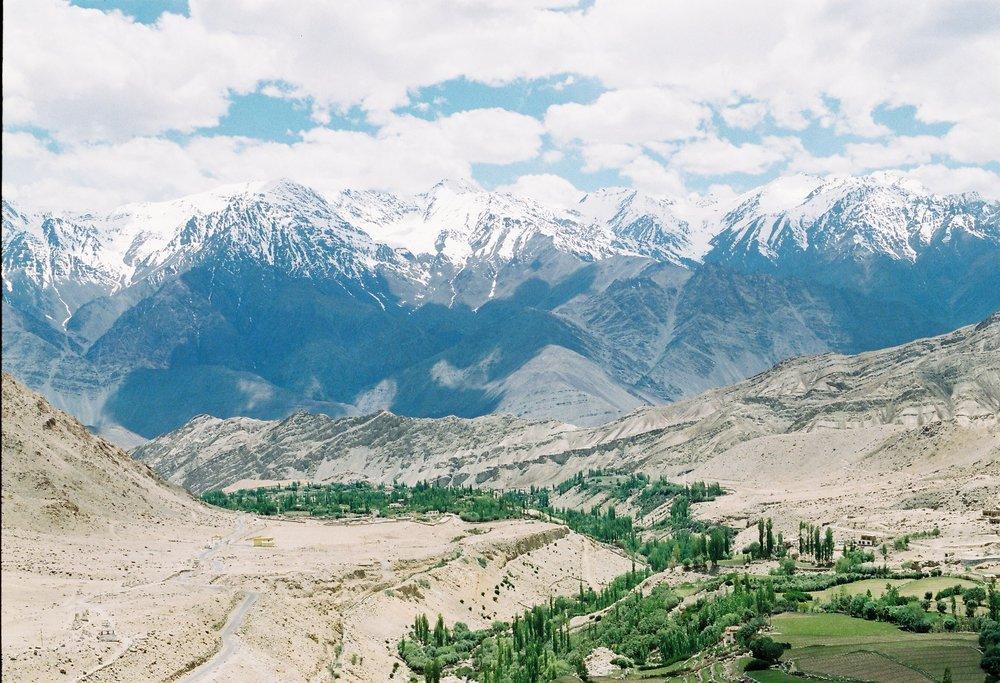 วิวเมื่อมองลงมาจากLikir Monastery