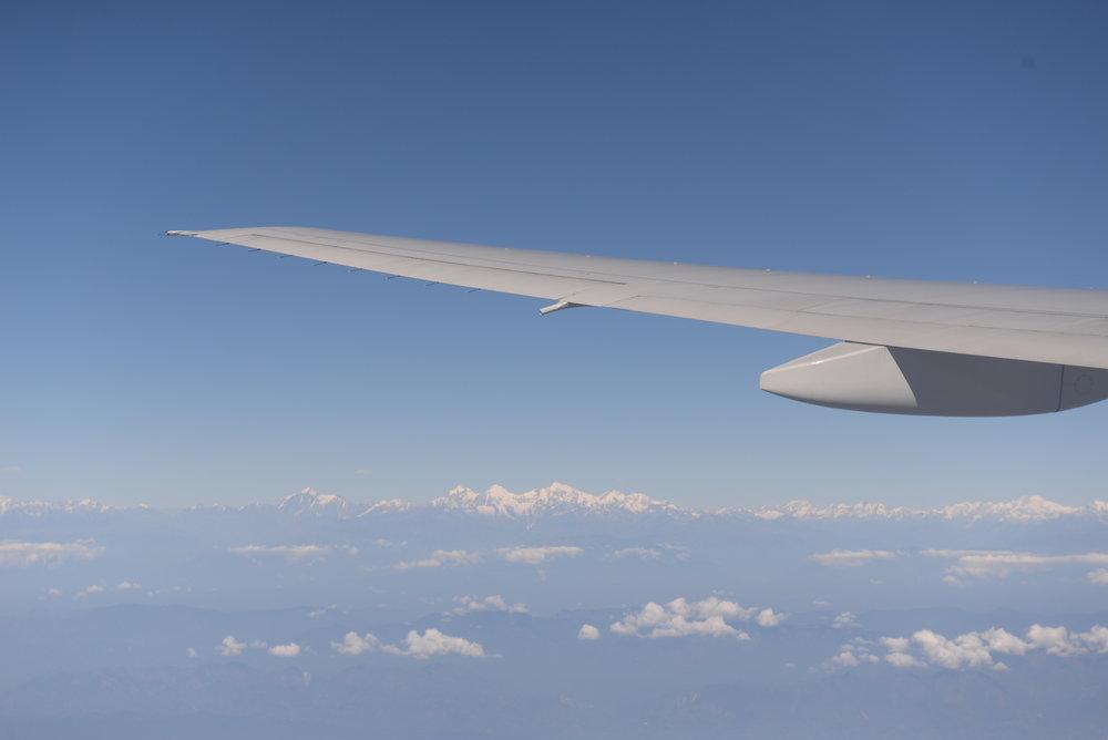 วิวของเทือกเขาหิมาลัยจากที่นั่งบนเครื่องบิน