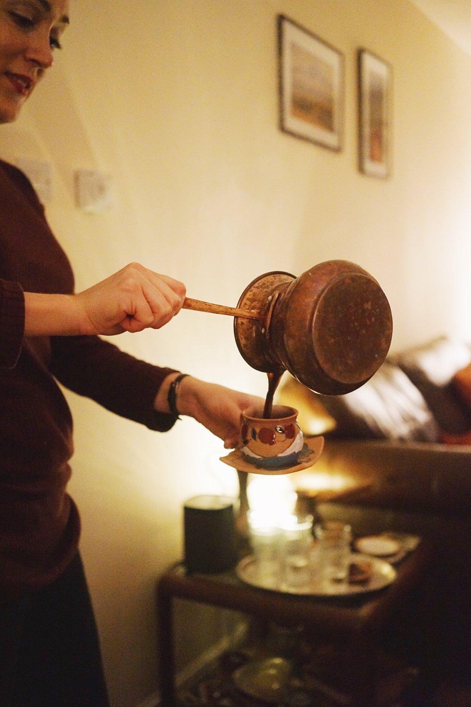 นาตาลีเทกาแฟแบบโปรมากๆ