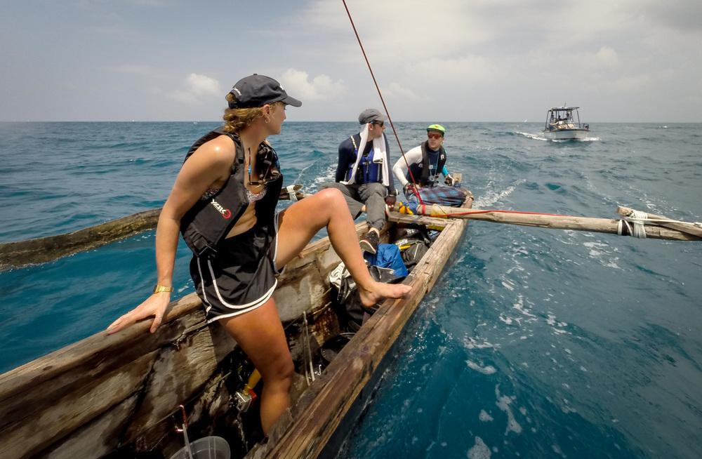 การแข่งเรือ Ngalawa ภาพจาก  The Adventurists