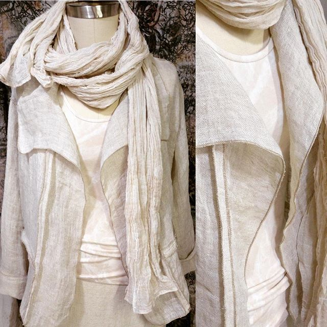 Boxy jacket in linen gauze with external overlock detail (and hand-painted tank) . . #petalunacollection2018 #petalunacollection #designermaker #linen #slowfashion #ooak #oneofakindfashion #linenfashion #agelessfashion