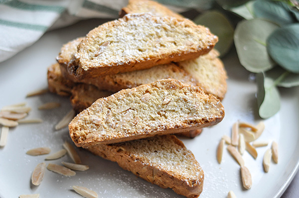 Almond Anise Biscotti_plated CU-0054.jpg