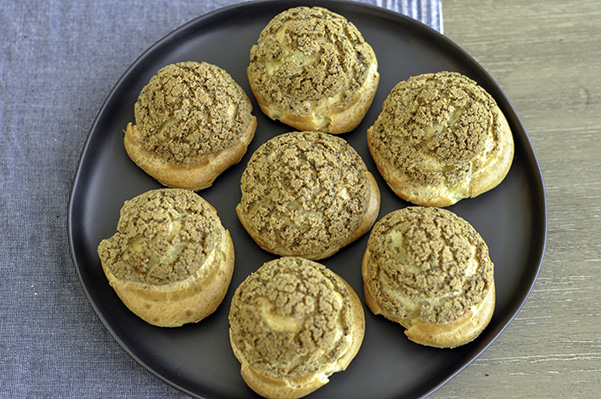 Black Sesame Thai Tea Cream Puffs_overhead platet.jpg