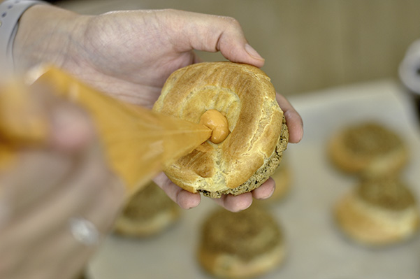 Black Sesame Thai Tea Cream Puffs_filling puff.jpg