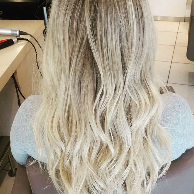#vorhernachher #balayage #smartbond #blonde #blondehair #waves #lightblonde