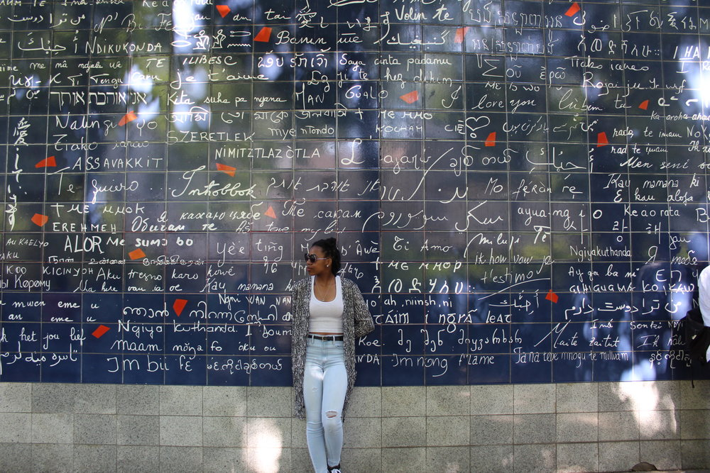 Le mur des je t'aime: The I love you wall (This wall says I love you in about 300 languages. Can you spot yours?)