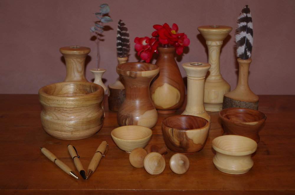 An early preview of some items soon available for bidding. Bowls, vases, tops, and pens made of local apple and maple wood and white ash from a tree growing at Pyareo.