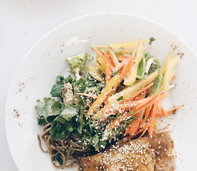 Pan Asian bowl • sesame soya marinated tofu, soba noodles , lots if veggies, kale and savoy. Ginger lime mango dressing