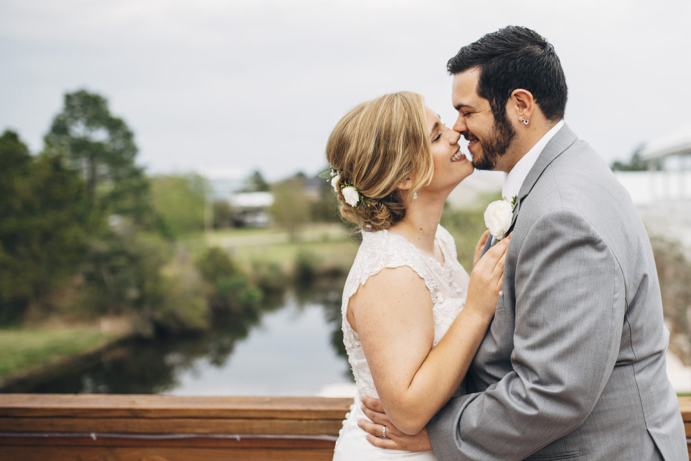 Rachel + Justin_bay-st-louis-mississippi-bayou-wedding_Originals_00873_ONLINE_0224.jpg