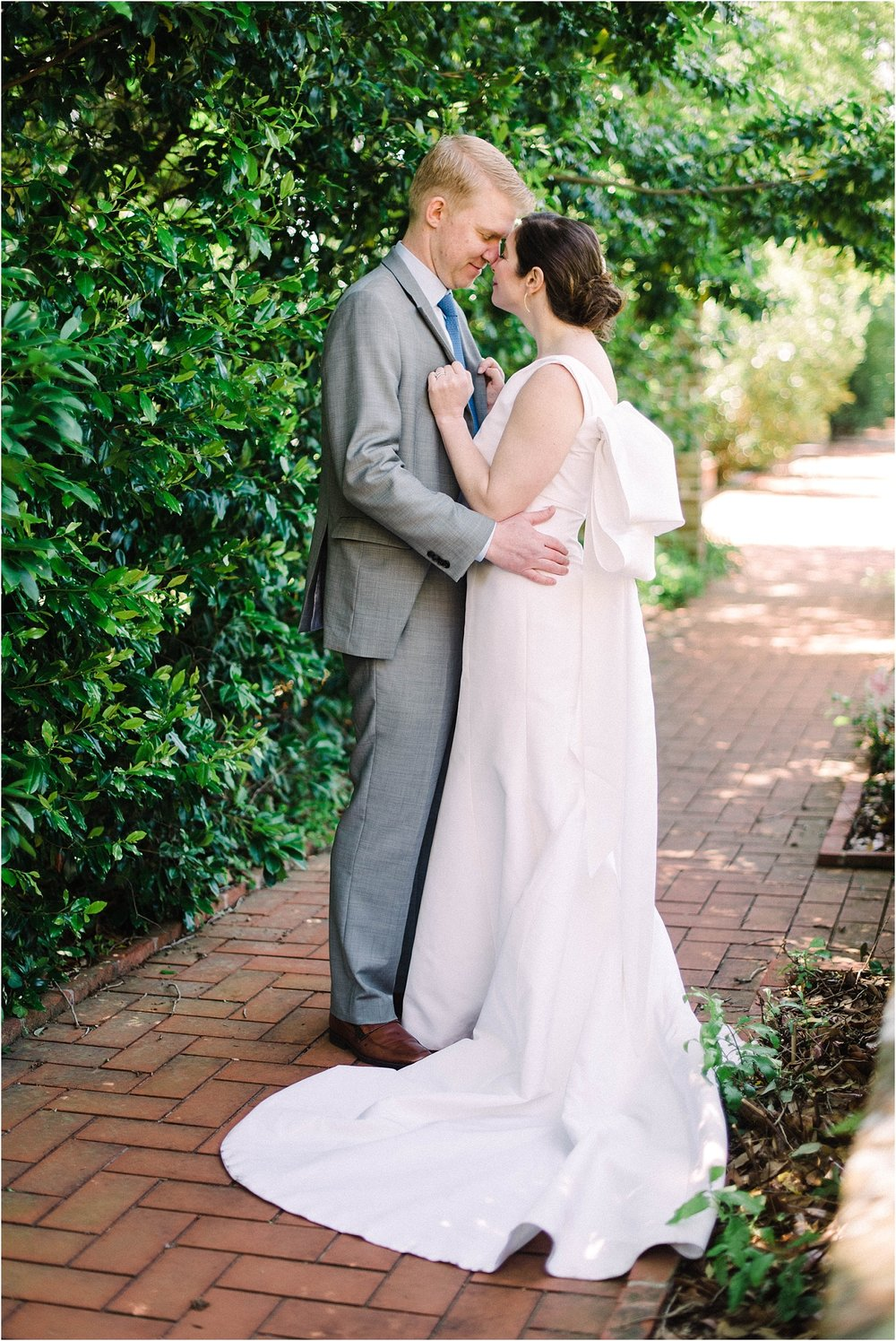 Heather + Scott-Longue-Vue-house-and-gardens-black-tie-wedding-photos_Gabby Chapin_Print_0118_BLOG.jpg