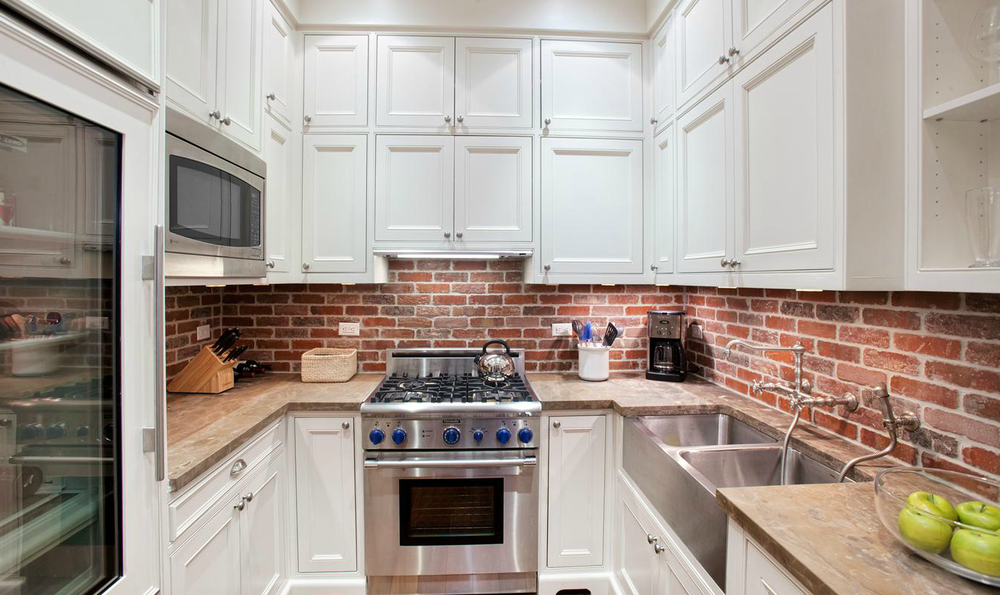 07-brick-backsplash-design-for-kitchens-homebnc.png