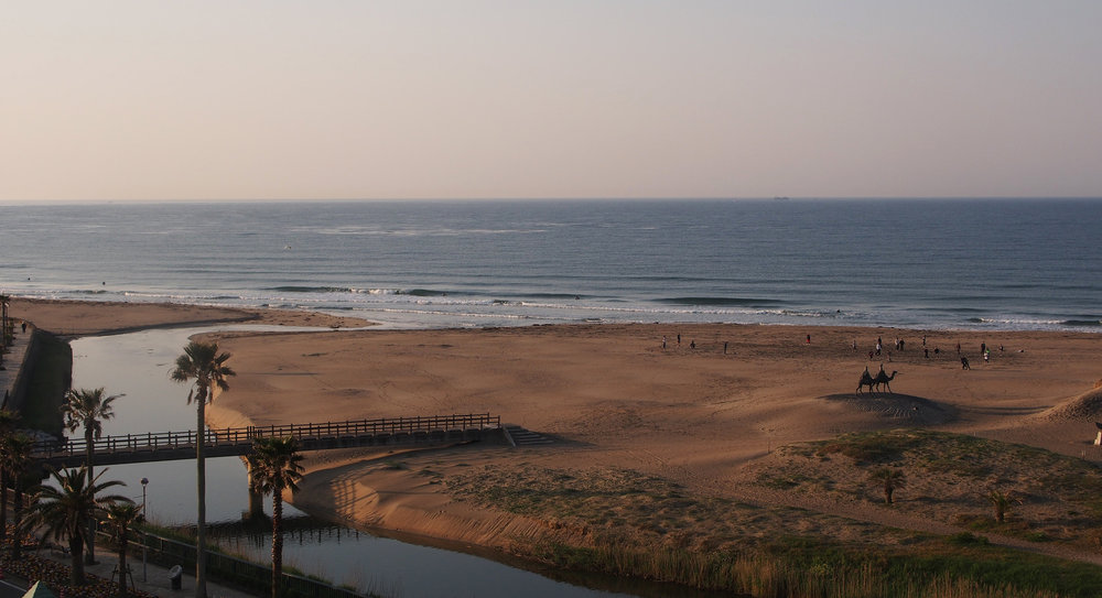 At the time I lived here, I was day-trading.  After the US markets closed, I would sit on the balcony to enjoy this view of the morning surf.