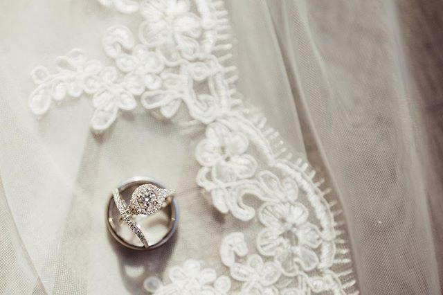 It's all in the details ✨ • • • #dekamstudios #indywedding #indyweddings #canon #lightroom #wedindy #weddingphotographer #thatsdarling #mrandmrs #indygrammers #igersindy