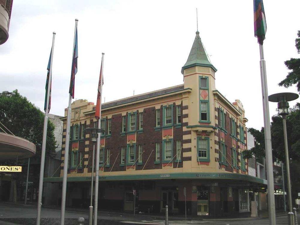 crown&anchor pub.JPG