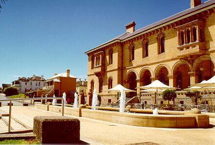 Customs house fountain.JPG