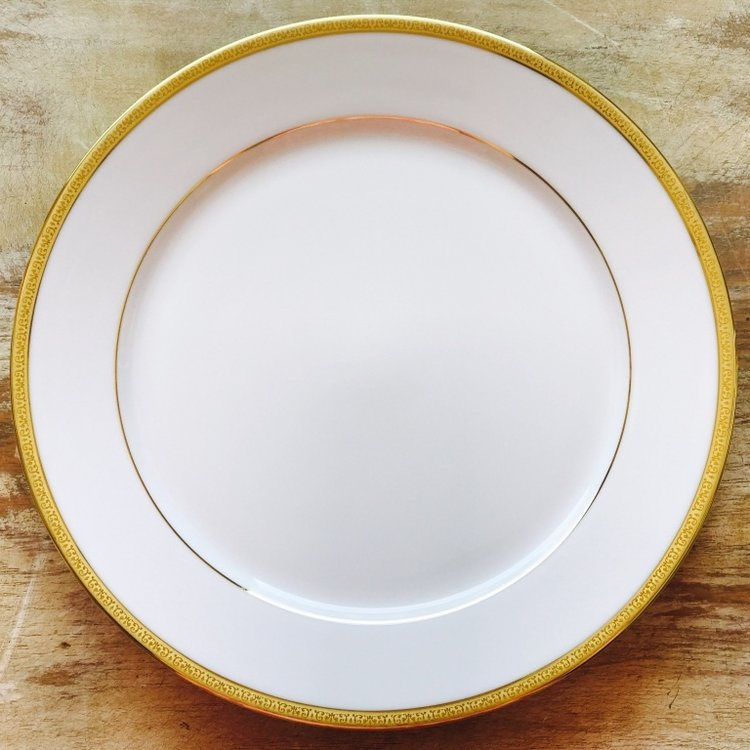 "Gold and White China Dinner Plate.    10""-11"" dinner plate, Mismatched."