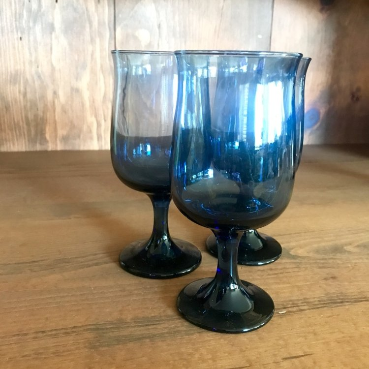 Dark blue drinking glasses or goblets. Vintage rentals in the Temecula Valley.
