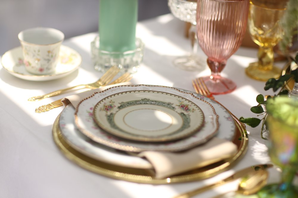 Gold charger plates with vintage mismatched china.