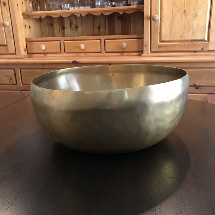 "Solid Brass Bowl   Heavy solid brass bowl. Can be used for salads, ice bucket, champaign, pop corn etc. 17"" round x 7"" high."