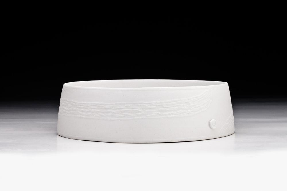 Jane Bamford 2017 Derwent Estuary Vessel - Lessonia corrugata Porcelain  235mm x 65mm.jpg