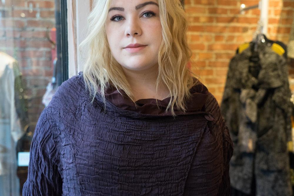 Jacklyn Vidal, 21 ans, taille 14, est un mannequin non professionnel Montréalais.
