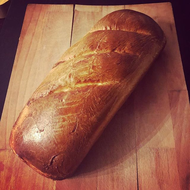 Enriched white loaf. Thought I wouldn't get it out of the tin! 🤗🍞🥖#phew #bread #baking #loaf #yummy #bakingnight #macaronmistress