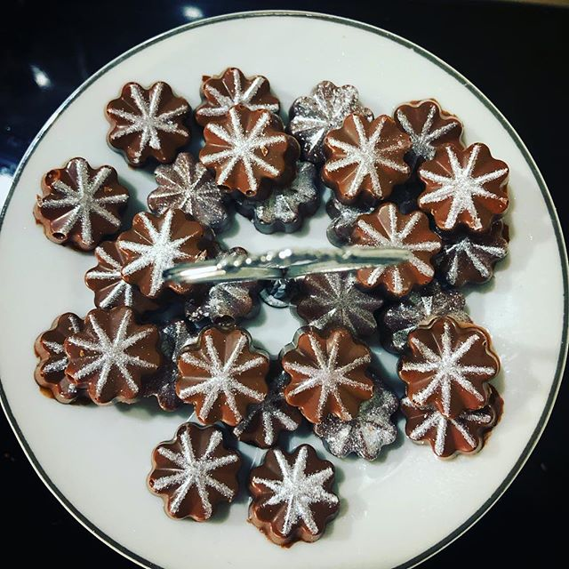 6am #baking sesh Peppermint Cream #chocolate #yummy #macaronmistress #sleeplessnights #insomnia #sleeplessbakes #insomniabakes #handmade