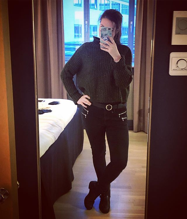 Getting ready to head out into #copenhagen #chilled #ootd #jeans #winterfashion