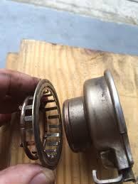 Throw-out clip and retainer on the left, Throw-out bearing on the right
