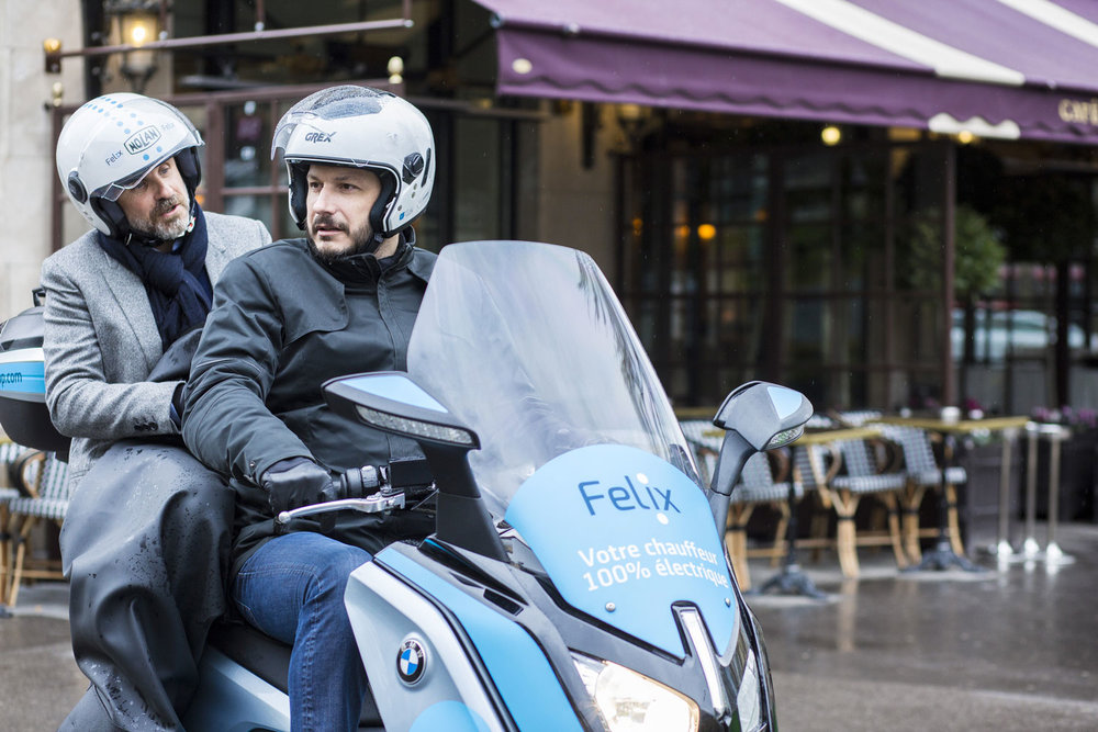 Un service de chauffeurs professionnels - La qualité de service est notre priorité. Nous travaillons avec des chauffeurs professionnels qui ont une grande expérience de la conduite et une très bonne connaissance de Paris.